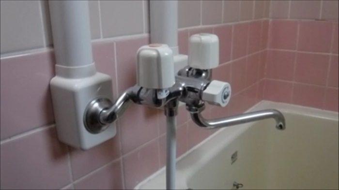 手元ストップのシャワーヘッドが使えない水栓の例