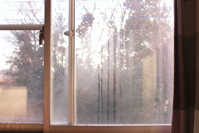 この窓にも断熱対策をしなきゃ
