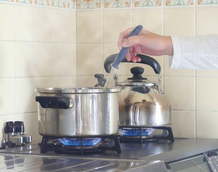 ちょっとした手入れでもいつもピカピカの鍋が使える!