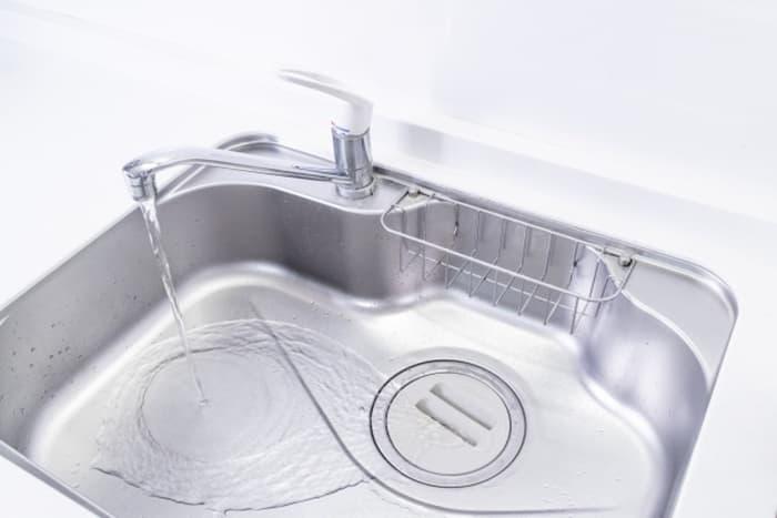 お皿でも水を溜められる?