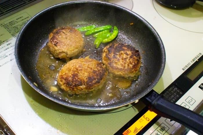 コーティングが剥がれてしまったフライパンは調理に使える?