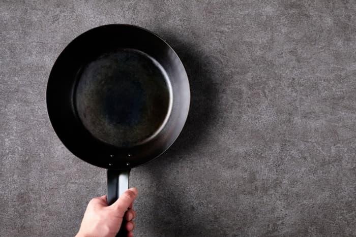 鉄製のフライパンって料理がおいしく作れそう!